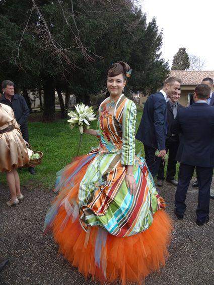 Robe de mariée de créatrice colorée originale  Robes de mariée et ...