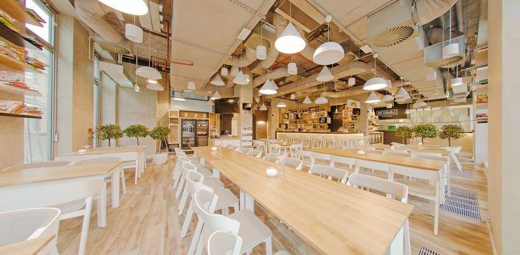 Restauracja InFormal Kitchen znajduję się w centrum Warszawy na Placu Małachowskiego 2 (wejście od ul. Traugutta). Industrialne wnętrze, otwarta kuchnia, ogromne okna i cudowny ogródek sprawiają, że to miejsce wyróżnia się na tle innych restauracji. Organizujemy konferencje prasowe, śniadania prasowe, pokazy mody, prywatne eventy, live streaming conference, christmas party, degustacje alkoholi, pokazy barmańskie, premiery produktów,Vernissage itp.  Wierzymy, że każda pora dnia jest…