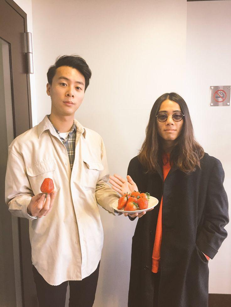 """Suchmos on Twitter: """"このあと13:18頃から TOKYO FM「JA全農 COUNTDOWN JAPAN」にYONCEとKCEEが生出演‼︎ 美味しいイチゴ頂いてます。 https://t.co/0vRDPcJvRq"""""""