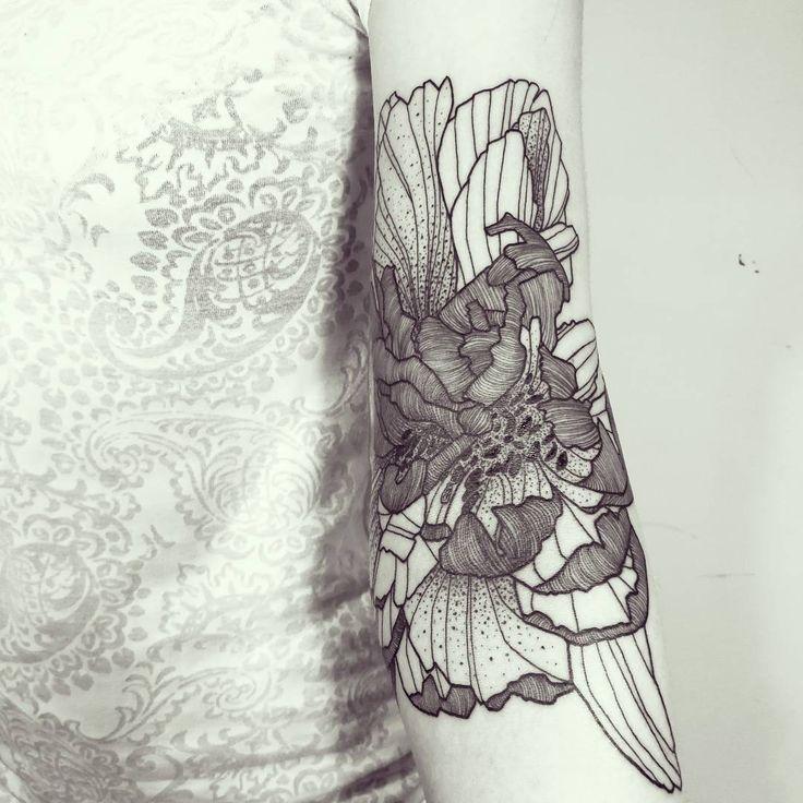 Wild Flower!  Done @empreinte_bodyart - Lyon ! #wildstyleflower #wildflower #flowerstattoo  #fleur #tatouagedefleur #tatoueur #tattooer #tattooer #tattooartist #tattooart #tattoodesign #artistetatoueur #inkedbyguet #design #dotwork #dotworker #dotworktattoo #designtattoo #guet #graphism #graphictattoo #blackwork #blacktattoo #blackworker #blacktattooart #sorrymummytattoo #empreintebodyart #lyon #tattrx #tttism
