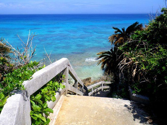 「天国への階段」発見!神の島「沖縄・久高島」は青い楽園への入口 | 沖縄県 | トラベルjp<たびねす>