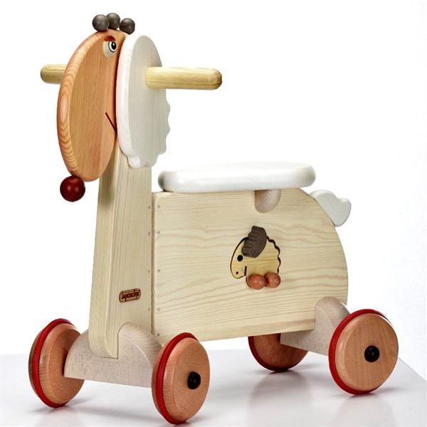 Wooden ride on toys: the sheep. E se alle pecore spuntassero... le ruote? Sarebbero degli splendidi quadricicli! Questa pecora scooter è completamente in legno massello, con ruote ricoperte di gomma. E dalla pancia di mamma pecora è possibile estrarre una piccola pecorella utilizzabile come macchinetta! E' acquistabile su http://www.giochiecologici.it/p/864/triciclo-pecora