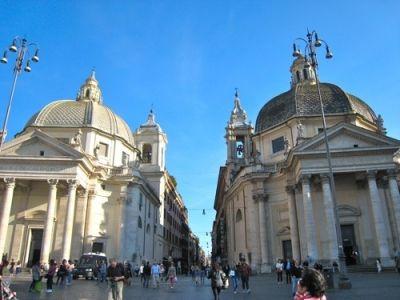 Stendhalのローマ足跡①:北からの巡礼者、旅行者たちは全てこのポポロ広場からローマへ入った。ゲーテ「イタリア紀行」にも、スタンダール「ローマ散歩」にもその感動に頁が割かれている。この双子の教会を見た瞬間の、気持ちの高鳴りは現代にもやはり存在すると思う。