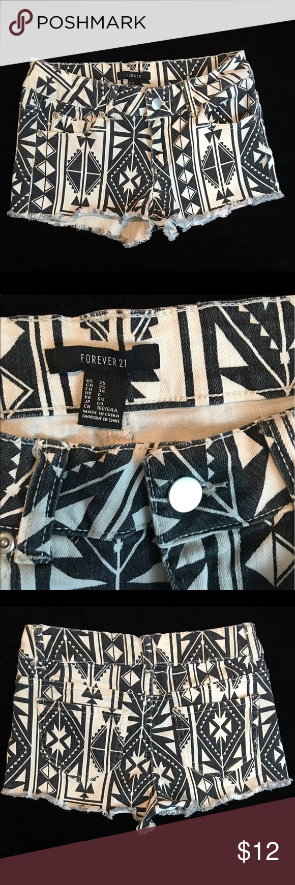 [FOREVER 21] Aztec Tribal Print Daisy Dukes Sz 25 FOREVER 21 Black & White AZTEC print Shorts Size 25 | Functioning front & back pockets 98% Cotton & 2% Spandex Waist - 13 inches - measured flat across Total length - 9 inches The perfect length for a bikini coverup or to wear alone. Great neutral colors that match well with most other colors 🎯Bundle & Save🎯   📦Items paid for by 8AM EST M-F ships the same day📦👍🏽😁 Forever 21 Shorts Jean Shorts