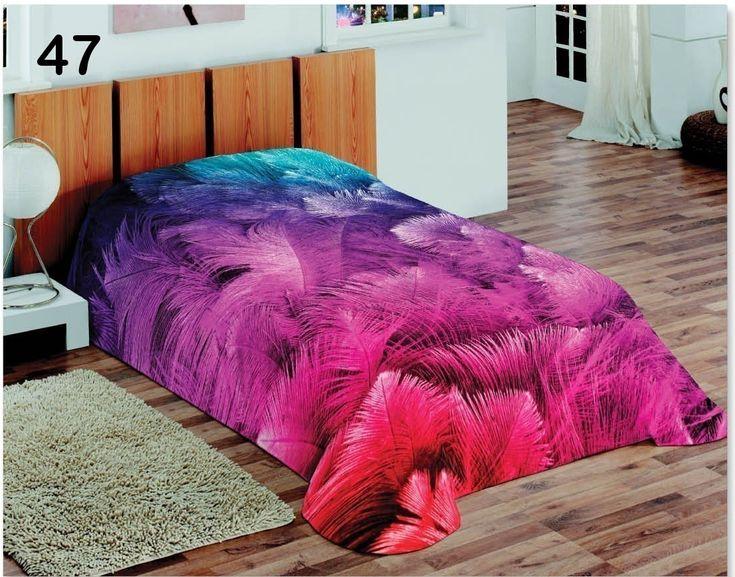 Koce różowe na łóżko w kolorowe piórka