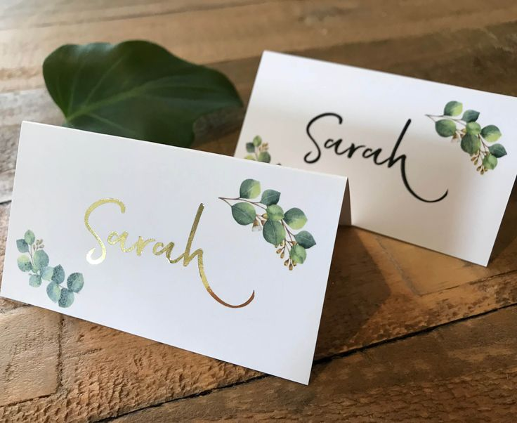 Natural botanic greenery wedding place / tent card with eucalyptus leaves and optional foil added to the names. Perfect for a garden, boho or spring wedding!