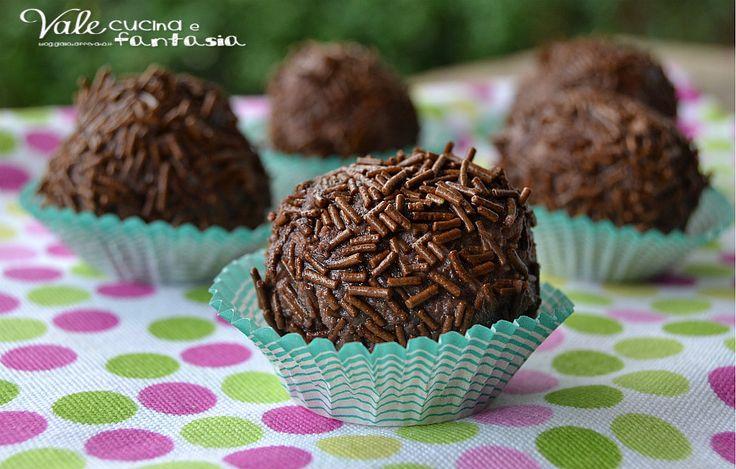 Tartufini di ricotta caffè e cacao ricetta senza cottura facilissimi e velocissimi uno tira l'altro pochi ingredienti tutti golosi!