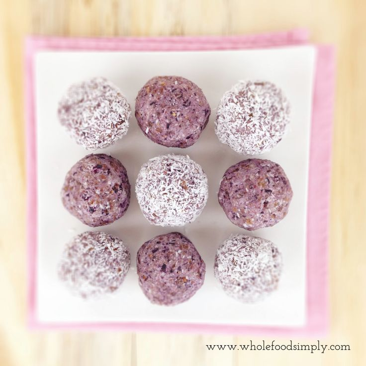 Simple and delicious Blueberry Bites. Free from gluten, grains, dairy, egg and refined sugar. Enjoy.