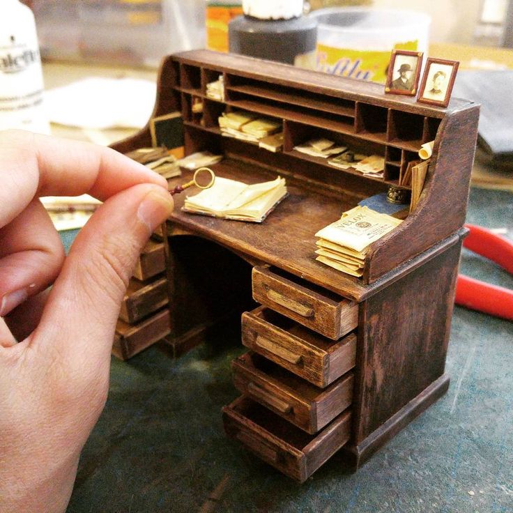 I spent 9 months working on the studio using hundreds meters of wood and lots of other materials like plastic, copper, paper etc.  I built more than 100 miniature objects all designed and built according to that era.  All the objects were made from scratch.
