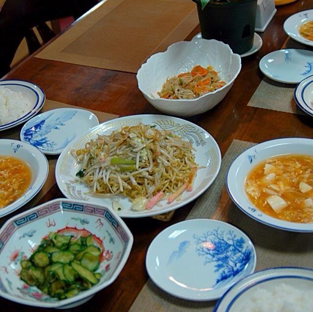 キムチスープ美味しいですよ。 - 5件のもぐもぐ - 今日の晩ご飯   光楽園の皿うどん2人前とレンコンと人参のキンピラ、キュウリの漬け物、キムチと豆腐と溶き卵のキムチスープ、彩りもキレイしかも美味しい。 by choukeisei