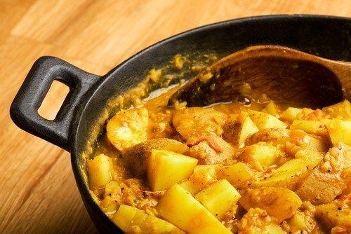 Картофельный карри с нутом