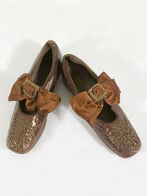 Child's beaded shoes, c.1890. Made of bronze kid leather with beaded toes.