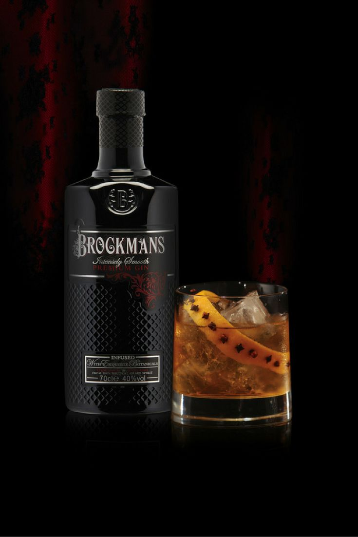 BROCKMANS BOLD FASHIONED A spiced up twist with warming Amaro and rhubarb bitters.  45ml Brockmans Gin 10ml zucca rhubarb Amaro 3 dashes rhubarb bitters 2 dashes Angostura bitters  Stir in a mixing glass. Serve over ice in a collins glass or similar and garnish with an orange wedge studded with cloves.