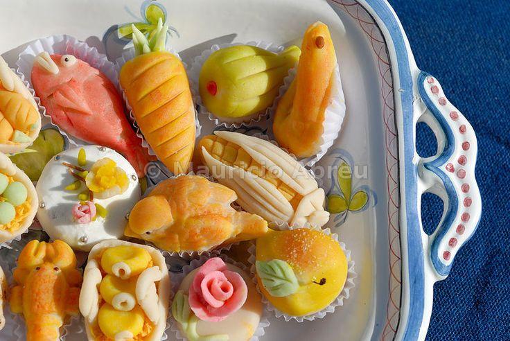Bolos de Maçapão -  Traditional Algarve sweets, Portugal. hummmmm .....