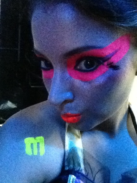 Neon make up