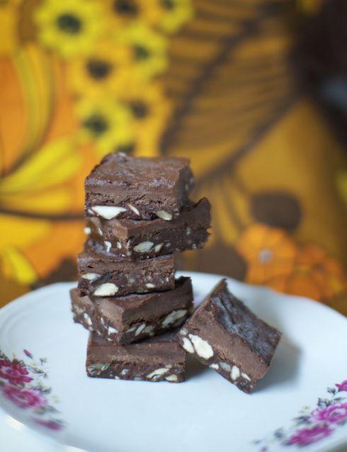 Raw brownies - supernyttiga, goda som rackarn och lätt som en plätt! (Raw, veganska, utan socker, mjöl och mjölk.)