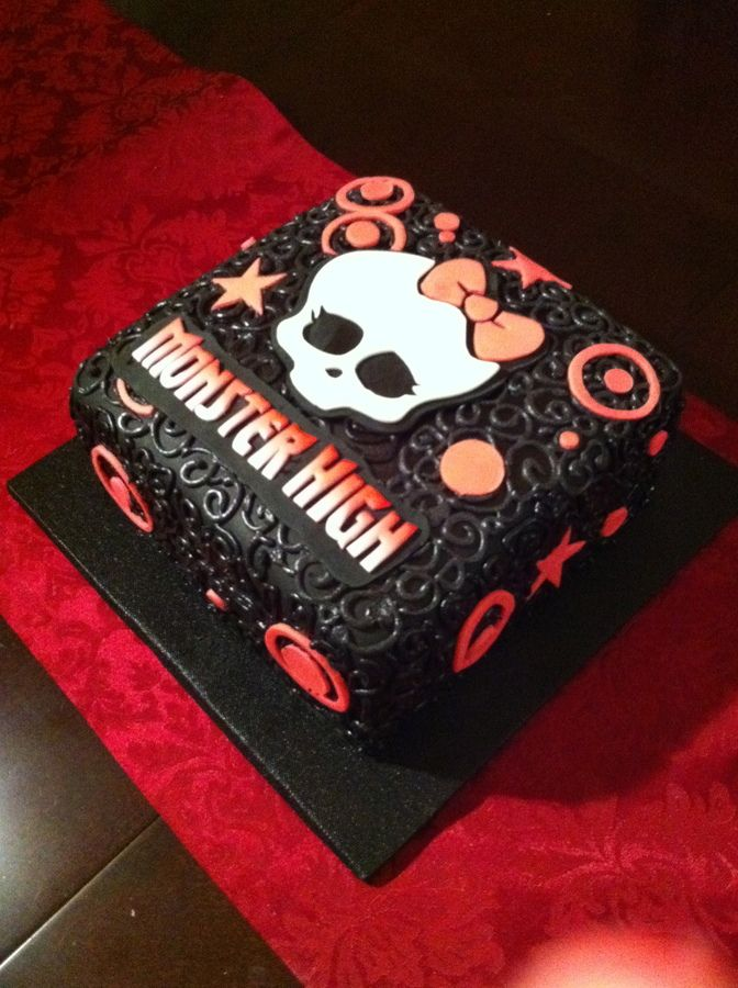 Monster High — Birthday Cake Photos Love this maybe a hot pink or purple under instead
