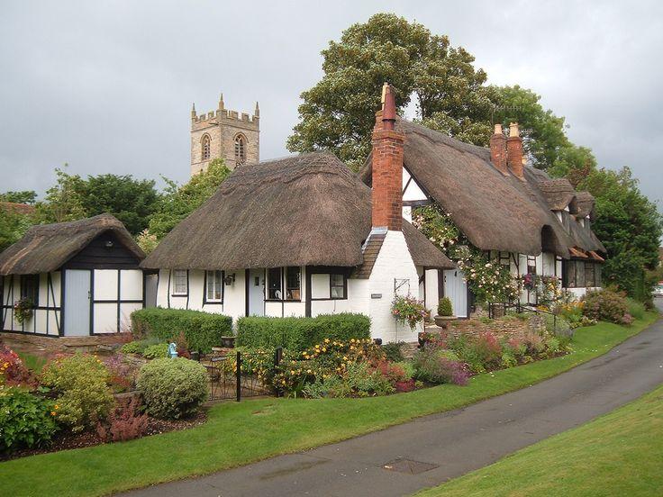 Pretty Village Lane in Welford-On-Avon, Warwickshire, UK..