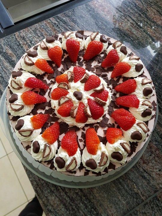 Erdbeer-Yogurette-Torte mit Nussboden 1