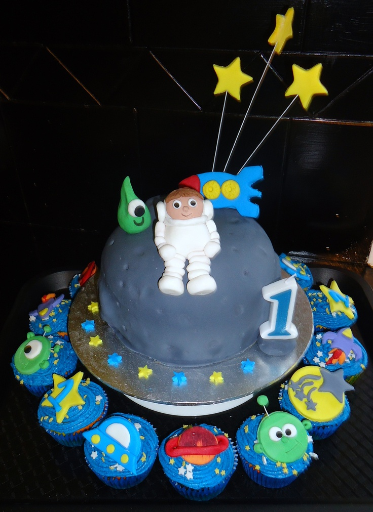 17 best magic birthday images on pinterest magic for Cake decorations outer space