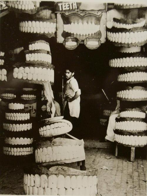Teeth in Bombay - by Berko Ferenc [1939]