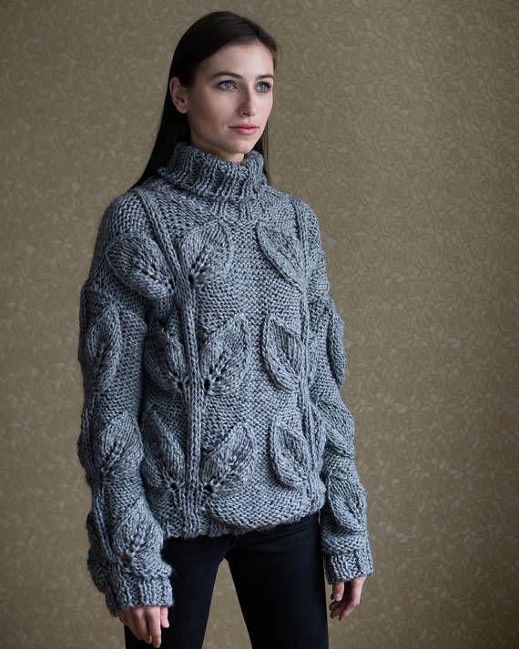¡Gracias por visitar mi tienda! Suéter tejido a mano de hilo italiano hermoso (LINEAPIU ITALIA S.P.A) acrílico 90% y 10% lurex. Este suéter con hojas se verá fabulosa con leggings o jeans. Esta cosa nunca pasa de moda. En clima frío, esta cosa te protegerá y mantener el calor. Es tan suave que puede usar directamente sobre la piel. Más artículos en el instagram: https: / / www.instagram.com/xbrand.ua Cuidado de: Lavado a mano a 30° C (86° F)!!! ¡No seque!!!!!! Seca sólo sobre...