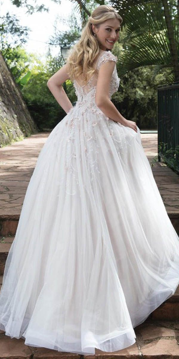 Romantic Tulle V Neck Neckline A Line Wedding Dresses With