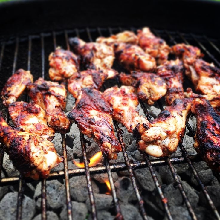 KETO BBQ SAUCE  If you're BBQ lover like me, eating keto feels more like a treat than a  diet. Grilled chicken, wings, ribs, brisket and pulled pork are all fair  game – that is, until it's time to slather your favourite sauce all over  that grilled goodness. Most store bought BBQ sauces are