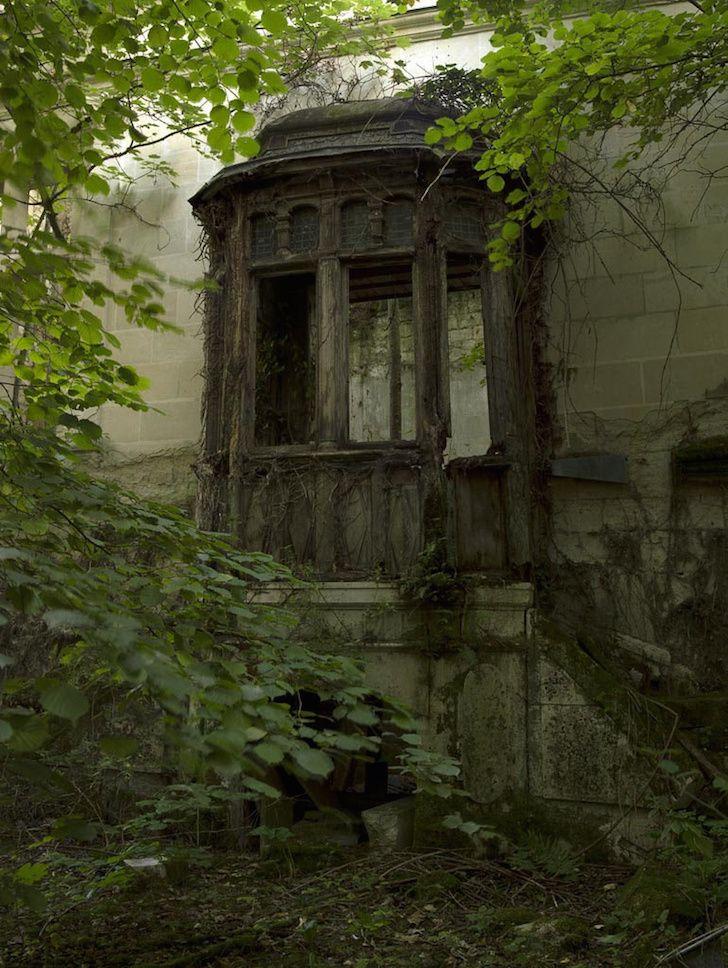 Este castillo fue abandonado en 1932 tras un gran incendio. El interior es…