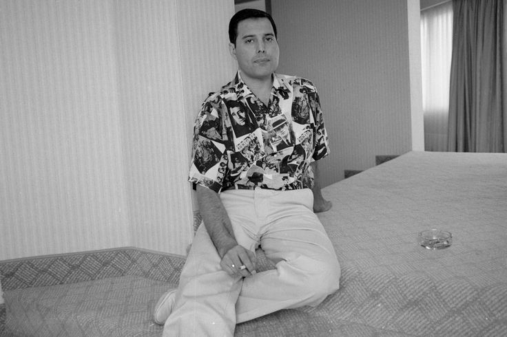 Freddie Mercury: New Biography, 'Somebody to Love,' Out ...