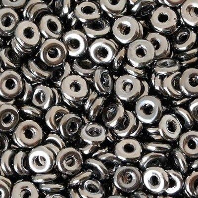 Vendita on line perline O-bead Per dare un tocco di classe in più ai vostri bijoux non potevano mancare le simpaticissime e sfiziosissime perline o-bead. Di origine Ceca, in fine e prezioso vetro pressato,queste originali perline dalla forma di una ciambellina, diametro 4mm circa,e spessore 1 mm circa,sono ideali per i lavori di tessitura e grazie al foro centrale possono essere alternate ad altre bellissime perline. Tantissimi sono i colori e le sfumature che troverete. Luvybijoux