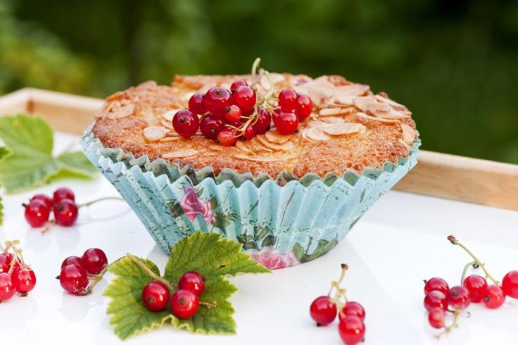 Tosca-herukkamuffinit: http://www.dansukker.fi/fi/reseptej%C3%A4/kakut/tosca-herukkamuffinit.aspx  Maistuisiko mantelisen herukkainen muffini?
