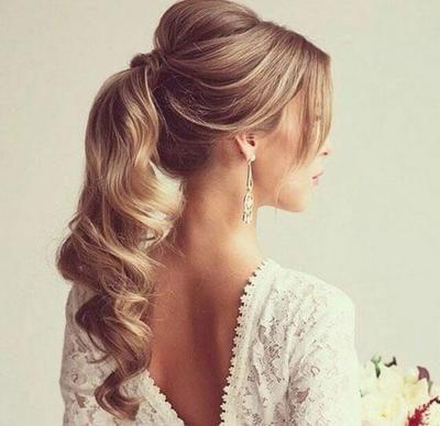 peinado de cola larga ondulada Más