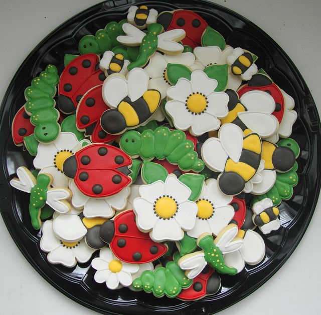 Spring ... bake cookies with lady bugs and daisies. I want to make daisies for Daisy!!
