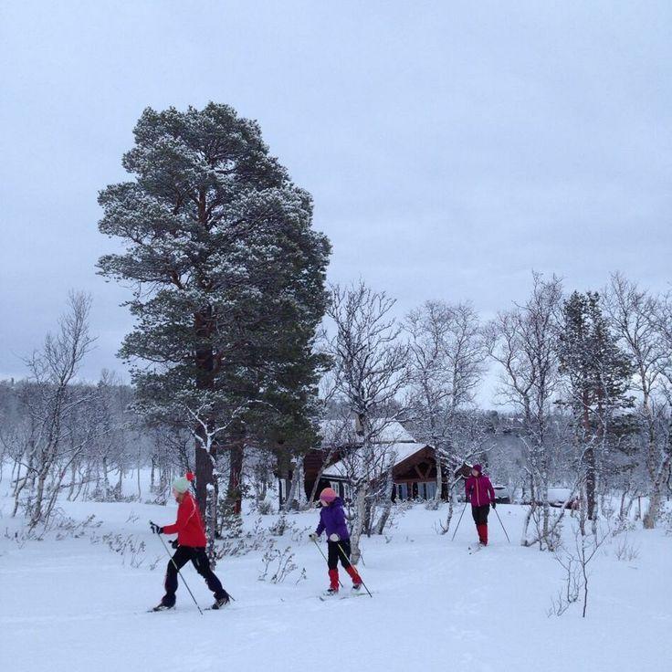 Selv om det er litt ruskete vær i fjellet må vi ut. #jul #julpåhytta #hyttami