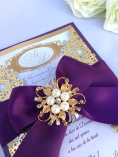 Invitación de la boda de oro y púrpura cajas de por oohlalaxevents