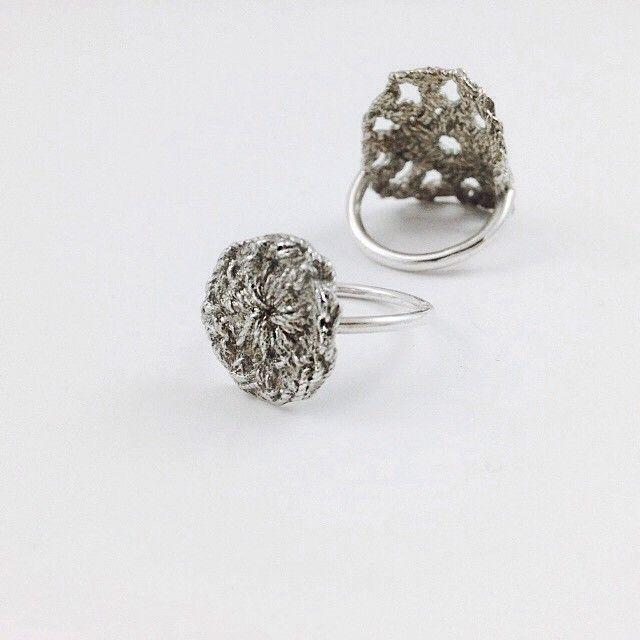 zilveren ringen met haakwerk | mieke de been • sieraden