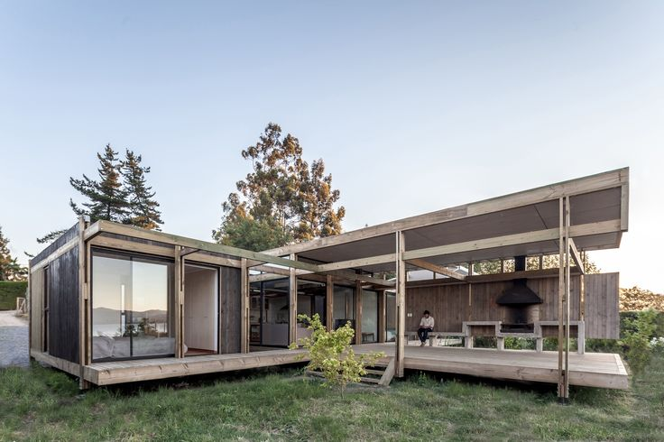 Completed in 2016 in Las Cabras, Chile. Images by Diego Elgueta  . The ground is observed as an extension of the lake due to its proximity and the little difference of height with it. For this reason, the...