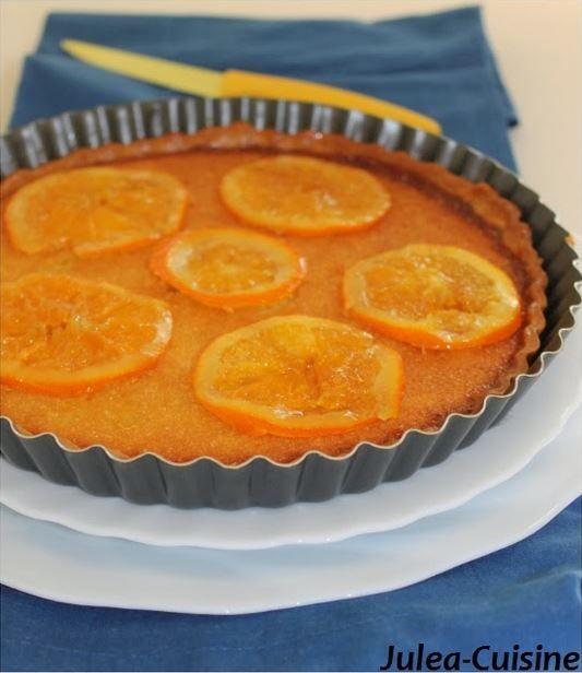 Tarte amandine à l'orange et oranges confites  Recette ici : http://juleacuisine.blogspot.fr/2014/02/tarte-lorange-creme-damande-et-oranges.html