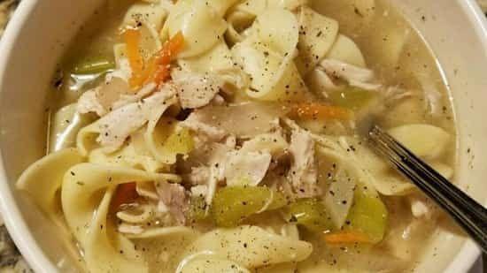 Une recette facile à préparer et que tout le monde adore : la soupe au poulet à l'ancienne !