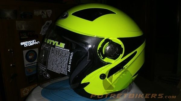 Review Helm : MDS Zarra Solid Yellow Fluo, lebih cocok buat Lady Bikers