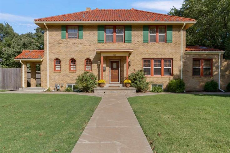 N Broadview St, Wichita, US - Spanish Mission style home in College Hill with red clay tile roof, built in 1929