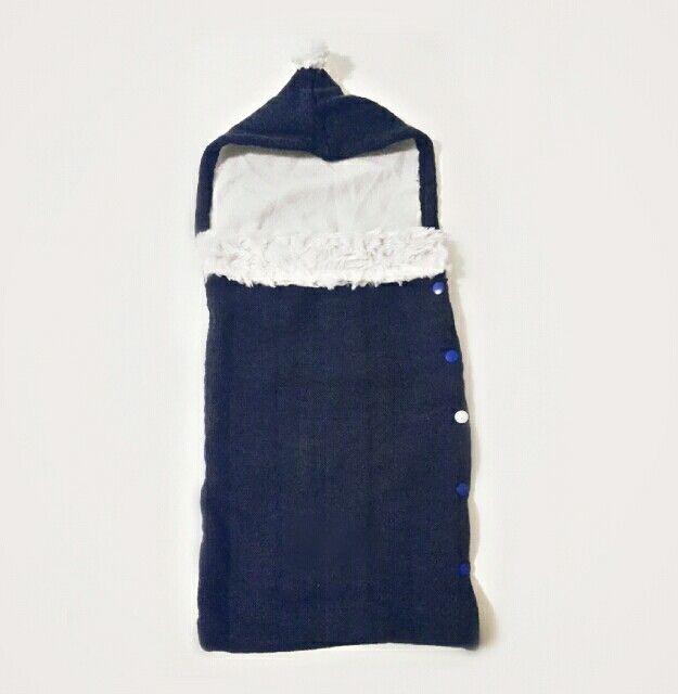 Sacco nanna ricavato da un maglione e da parti di un plaid bianco