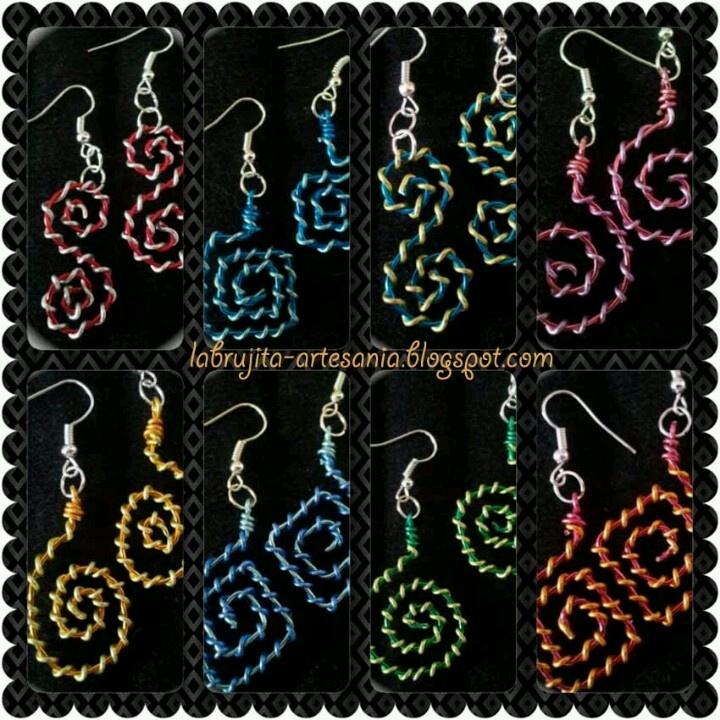 Pendientes de alambre de colores