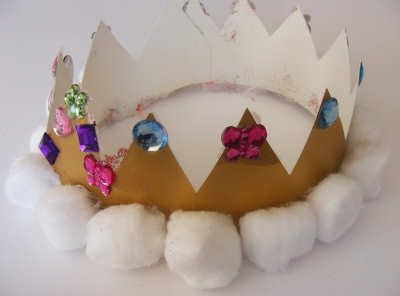 Maths hat - make a hat or crown and put numbers or shapes on the front - the rest of the class gives clues so the wearer can guess what it is. Can be used for number bonds (image from activityvillage.co.uk).