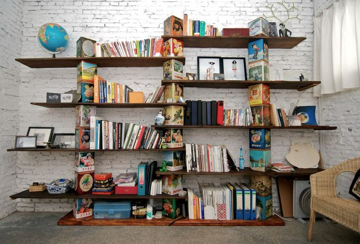 Küçük evler için kullanışlı kitap depolama alanları nasıl elde edileceğine dair yazımızı burada okuyabilirsiniz.