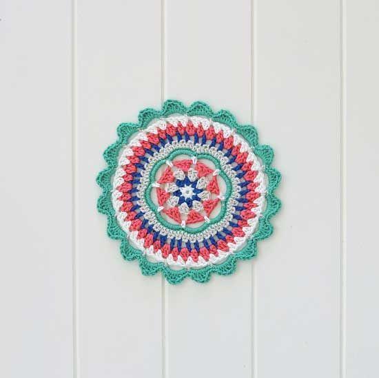 free crochet mandala pattern - Mandy's Mandala