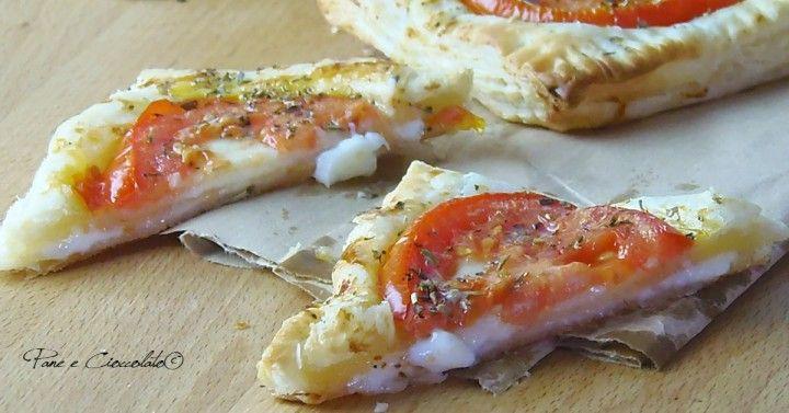 Pizzette Sfogliate Stracchino e Pomodoro