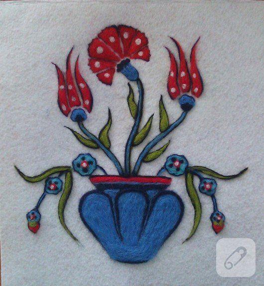 yün keçeden yapılmış çinili vazo desenli pek zarif bir tablo çalışması ve daha epk çok yaratıcı keçe kapı süsü ve duvar süsü modeli 10marifet.org'da