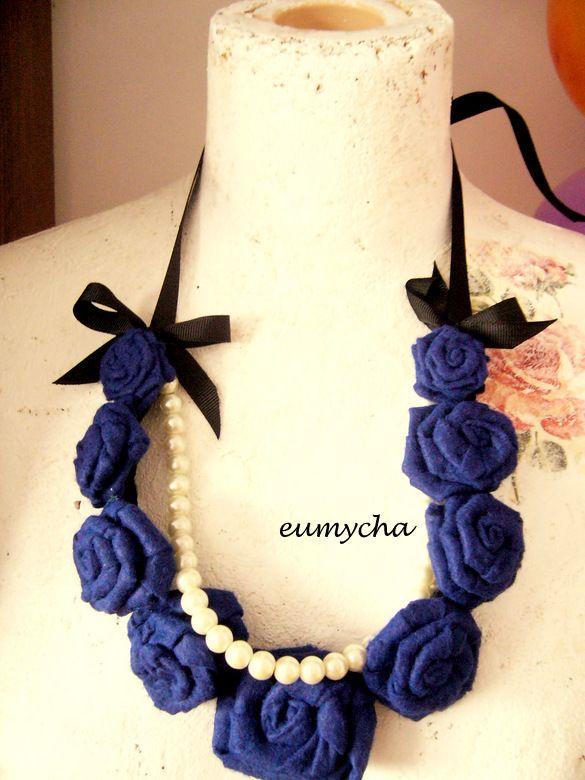 Róże z perłami www.robotkowyswiatmychy.blogspot.com    Róże z resztek tkanin, bardzo lubię robić taką biżuterię. Można zrobić taki naszyjnik z każdego kawałka tkaniny, dopasować do każdej kreacji.
